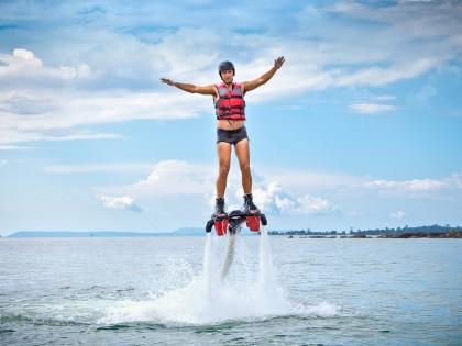 Le jetlev et le flyboard: les nouveaux sports nautiques
