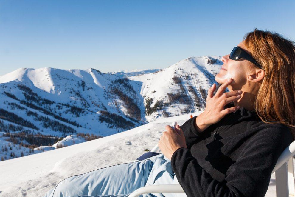 Ski et crème solaire : un duo inséparable
