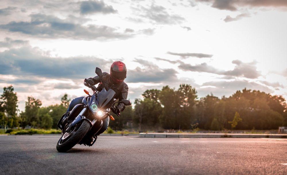 Bien prendre les virages à moto