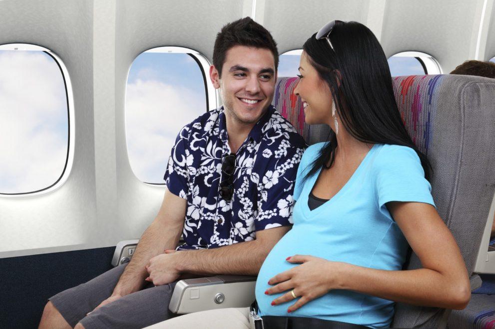 Avion et grossesse: risques et conseils