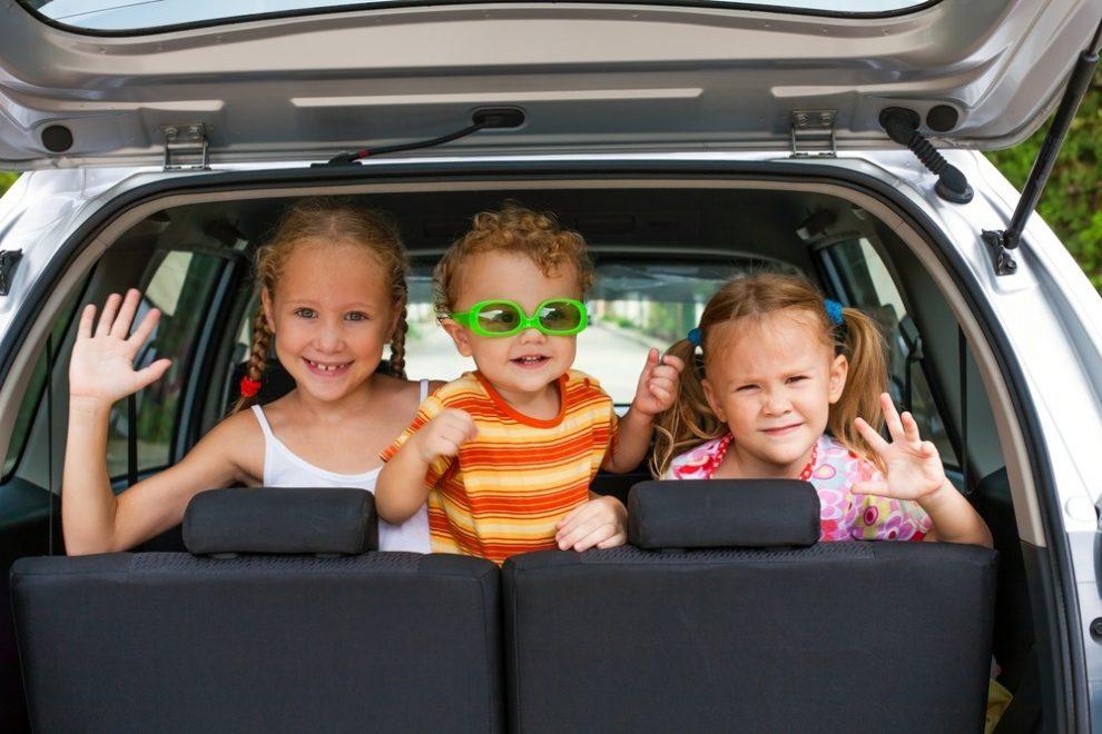 Kinderen bezighouden tijdens een lange autorit - Europ Assistance