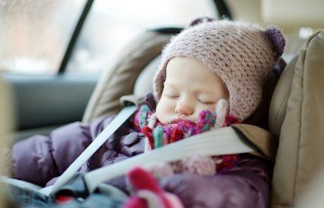 In de auto met een winterjas aan? Niet slim!