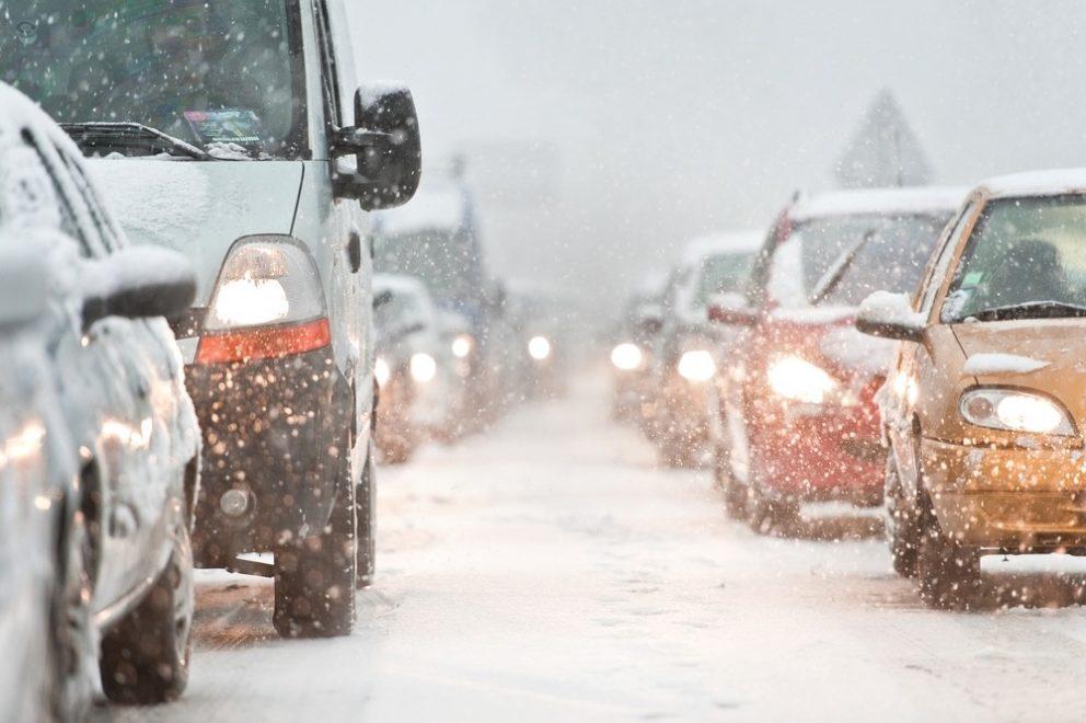 Rouler sur une route enneigée : quelques conseils