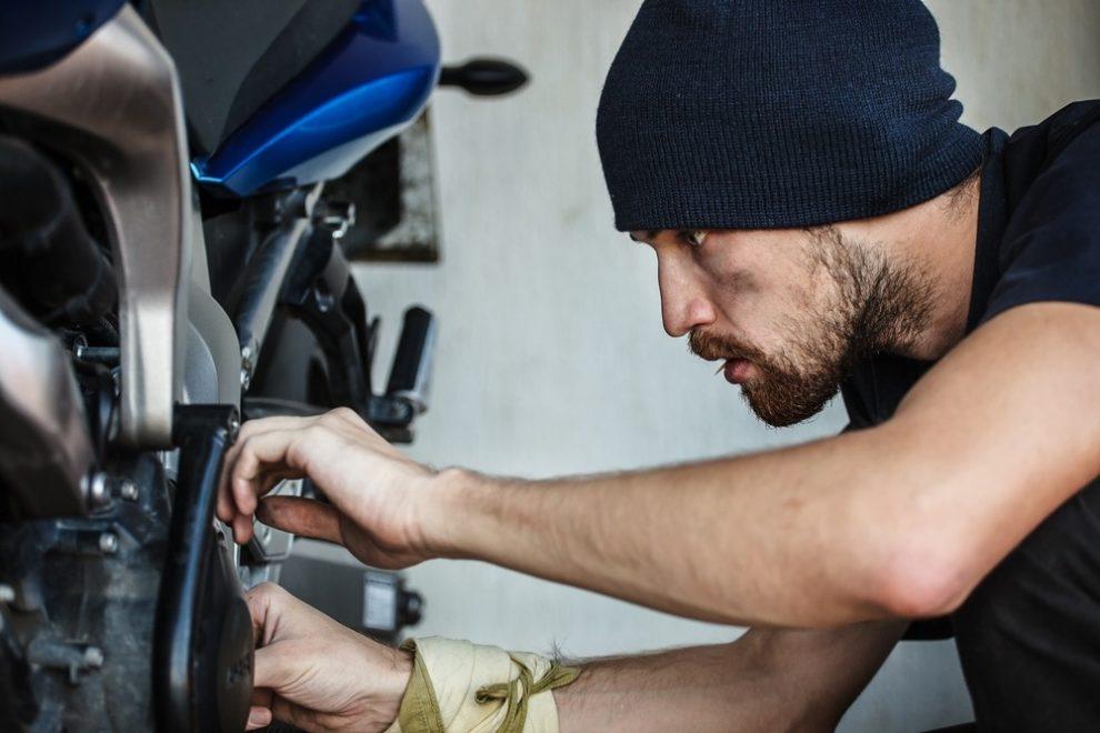Het nazicht van uw motor na de winter
